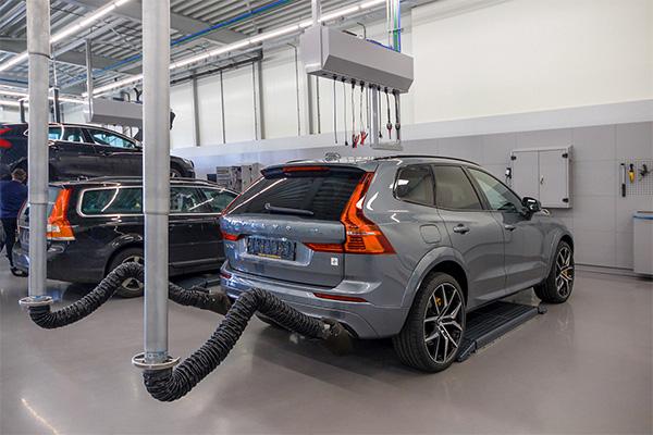 Garage inrichten met afzuiging bij Werkplaatsinrichting